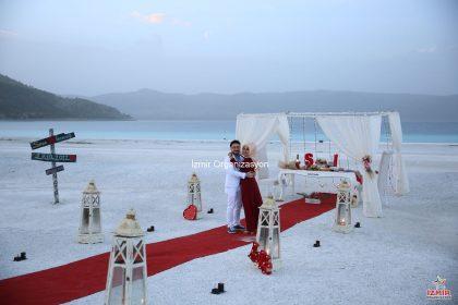 Salda Gölü'nde ESalda Gölü'nde Evlilik Teklifi Organizasyonuvlilik Teklifi Organizasyonu