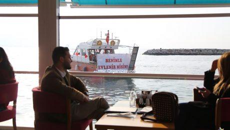 Kafe Başlangıçlı VIP Transfer İle Teknede Evlilik Teklifi Organizasyonu