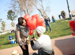 Evlenme Teklifi Anında Diz Çökmek
