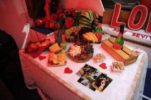 Teknede Evlilik Teklifi Organizasyonu Masa Süsleme