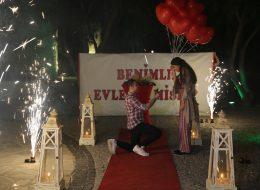 Sürpriz Evlenme Teklifi Organizasyonu Diz Çökme Anı İzmir Organizasyon