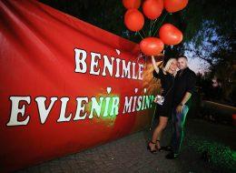 Pankartla Evlilik Teklifi Organizasyonu Alaçatı