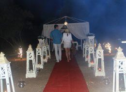 Bodrum Plajda Evlilik Teklifi Organizasyonu Yürüyüş Yolu Süsleme İzmir Organizasyon