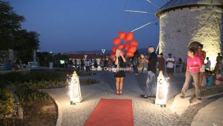 İzmir Alaçatı Romantik Evlenme Teklifi Organizasyonu Gösterisi İzmir Organizasyon