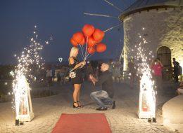 Yel Değirmenlerinde Sürpriz Evlenme Teklifi Organizasyonu Evlilik Teklifi Anı İzmir Organizasyon