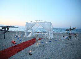 Çeşme Plajda Evlenme Teklifi Organizasyonu Gazebo ve Tül Süsleme İzmir Organizasyon