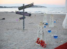Çeşme Plajda Evlenme Teklifi Organizasyonu Yönlendirme Tabelası Dekoru İzmir Organizasyon