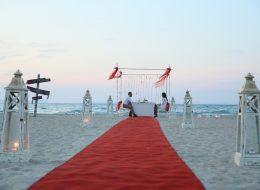 Deniz Kenarında Evlenme Teklifi Organizasyonu Yürüyüş Yolu Süsleme İzmir Organizasyon