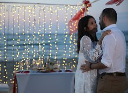 Çeşme Deniz Kenarında Evlenme Teklifi Organizasyonu Uçan Balon Işık Şelalesi ve Işık Sistemleri Kurulumu İzmir Organizasyon