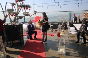 Restoranda Evlenme Teklifi Organizasyonu Diz Çökme Anı İzmir Organizasyon