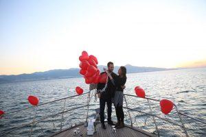 İstanbul Boğazında Teknede Evlenme Teklifi Organizasyonu