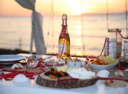 Sahilde Evlilik Teklifi Organizasyonu Masa Süsleme İzmir