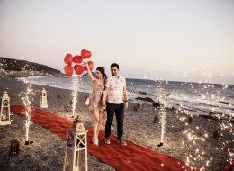 Kumsalda Marry Me Işıklı Harflerle Evlilik Teklifi