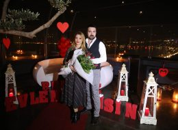 İzmir'de Evlenme Teklifi Organizasyonu Restoranda Evlenme Teklifi