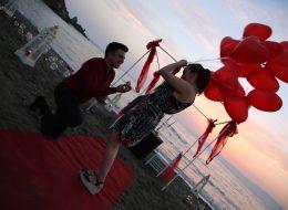 Kumsalda Evlilik Teklifi Organizasyonu Evlenme Teklifi Anı İzmir Organizasyon