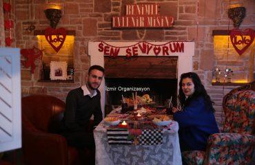 Yelken Kulübü'nde Vintage Dekor İle Evlilik Teklifi Organizasyonu