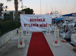 İzmir Benimle Evlenir Misin Yazılı Pankart
